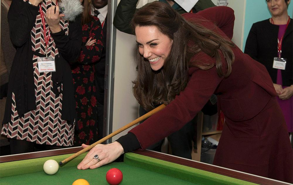 Kate Middleton jugó al pool con niños en un instituto mental (Reuters)