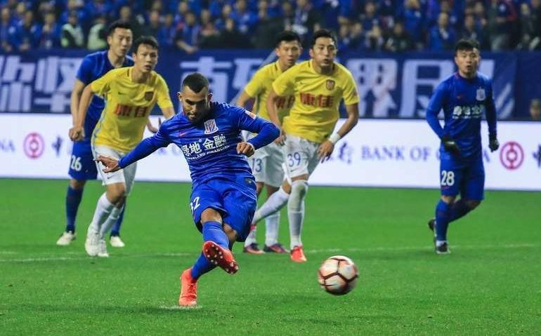 Gol de Tevez en China
