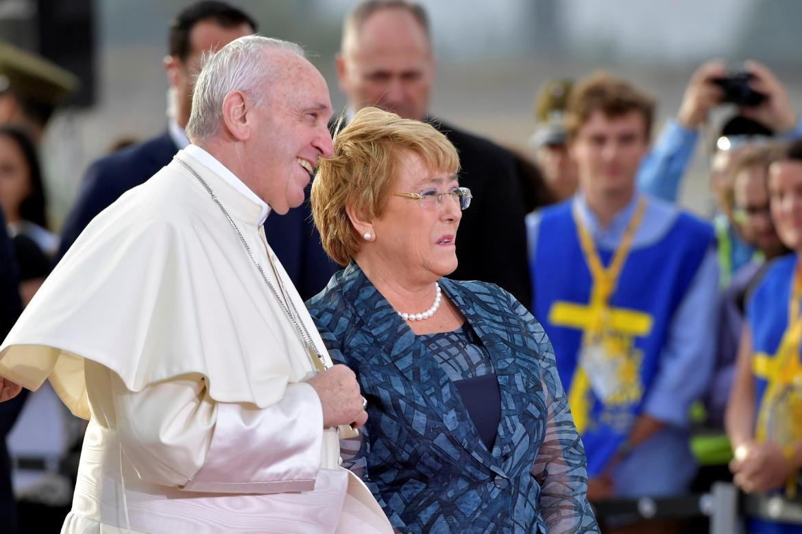 Papa Francisco y Michelle Bachelet (Reuters)