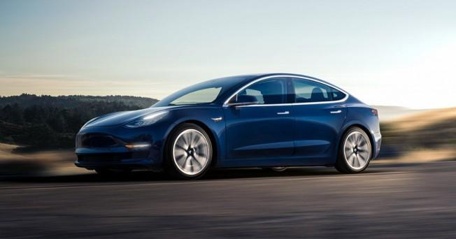 Tesla Model 3 Dual-motor -industria automotriz