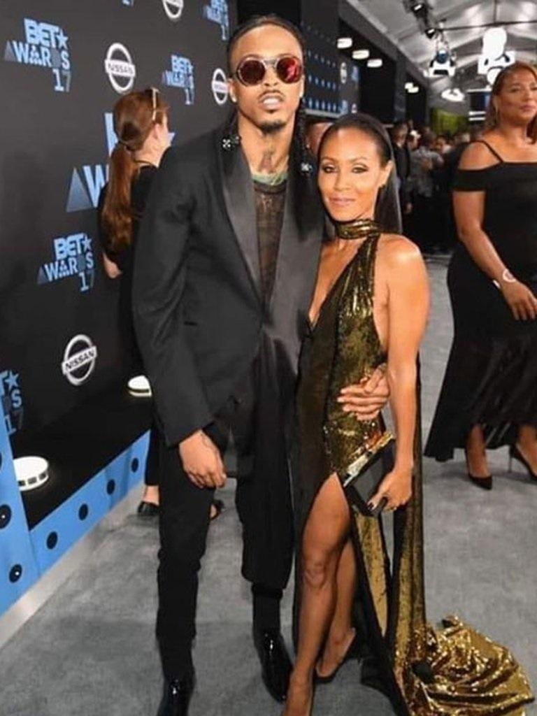 August Alsina con Jada Pinkett Smith en la gala de los BET Awards de 2017